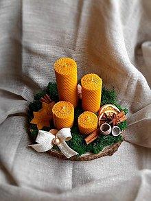 Dekorácie - Originálny voňavý adventný venček (sviečky 16x4, 12x4, 8x4, 5x4 cm) - 12583515_