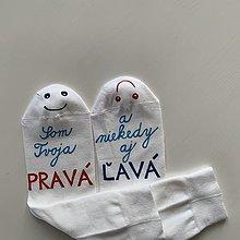 Obuv - Maľované zamilované ponožky (biele) - 12585371_