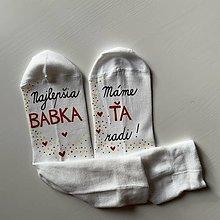 """Obuv - Maľované ponožky pre babku s nápisom: (Najlepšia babka / """"Máme ŤA radi!""""  - biele) - 12587693_"""