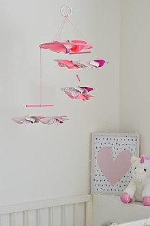 Hračky - montessori závesné ružové vrtule pre bábätko - 12588523_