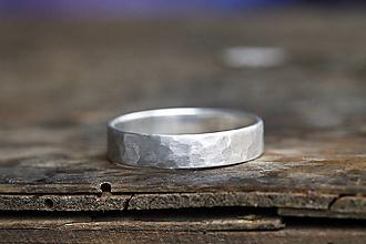 Prstene - Kovaný matný strieborný snubné či len tak - 12590231_