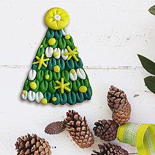 Magnetky - Vianočný stromček kus zasnežený - FIMO magnetka (hviezdičky) - 12591615_