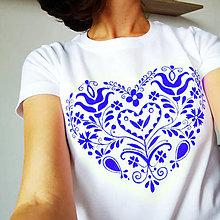 Tričká - dámske modré folklórne srdce - 12596354_