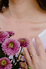 Náhrdelníky - Strieborný náhrdelník so srdiečkom - 12599566_