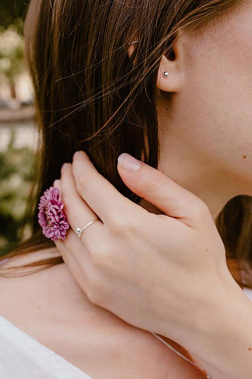 Strieborný set - náušnice a prsteň s guličkou