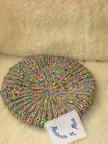 Čiapky - Ručne pletená čiapka / pestrofarebná / - 12602083_