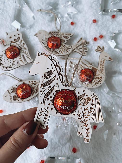 Vianočná ozdoba salónka koník