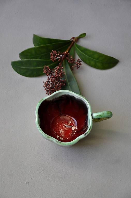 šálka Sa2 kvet červeno zelená