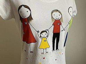 Tričká - Originálne maľované tričko s maľbou 4-člennej rodinky - 12609032_