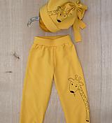Detské oblečenie - Horčicové tepláčky Žirafa - 12613466_