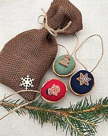Dekorácie - Vianočný balíček - 3 oriešky + vrecúško  - 12615991_