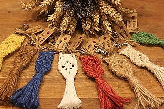 Kľúčenky - Pestrofarebné darčeky makramé kľúčenky - 12615033_