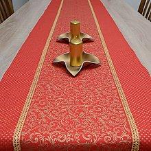 Úžitkový textil - KORINA - zlaté ornamenty a bodky na červenej - behúň  - 12617701_