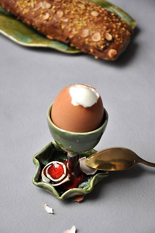 Stojan na vajíčka s ružou