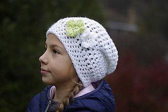 Čiapky - biela kvietková čiapka:) - 12623607_
