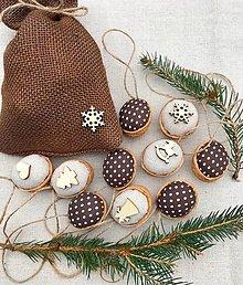 Dekorácie - Vianočný balíček - 10 oriešky + vrecúško  - 12623764_