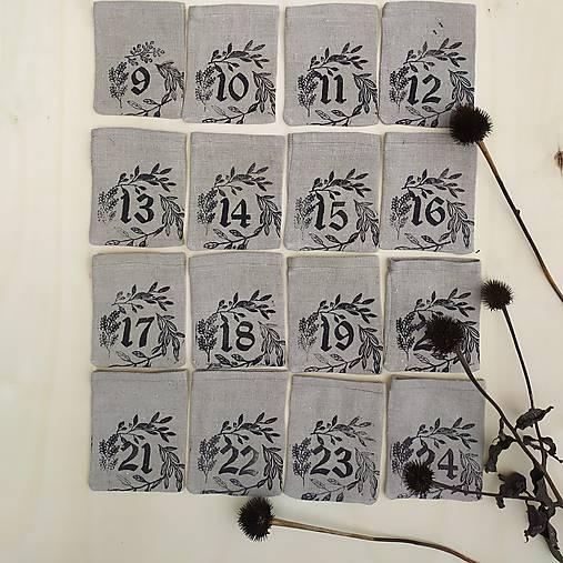 Adventný kalendár čierny venček