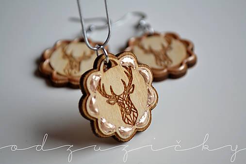 Drevené jelene náušnice v kvete zlaté Odzuzičky (set náušnice a privesok s retiazkou)