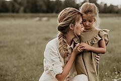 Detské oblečenie - Ľanové šaty s veľkým volánom a mašľou (prírodná - piesková) - 12620551_