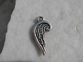 Komponenty - prívesky k náramkom,alebo len tak.. (anjelskí krídlo,cca 1,7cm) - 12632181_