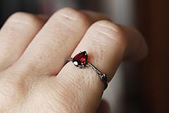 Prstene - Strieborný Vetvičkový s červeným granátom a patinou - 12632038_