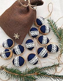 Dekorácie - Vianočný balíček - 12 oriešky + vrecúško - 12633236_