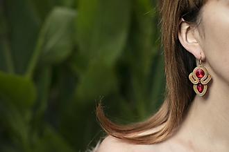 Náušnice - Sviatočné trblietky - zlato-červené - soutache earring - ručne šité šujtášové náušnice - 12646401_