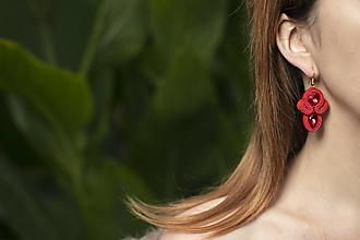 Náušnice - Sviatočné trblietky - červené - soutache earring - ručne šité šujtášové náušnice - 12646646_