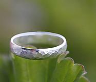 Prstene - Kovaný snubný strieborný pre pána aj dámu - 12646757_