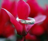 Prstene - Kovaný snubný strieborný pre pána aj dámu - 12646760_