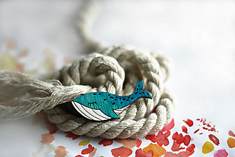 Odznaky/Brošne - Drevená maľovaná brošňa Veľryba (Tyrkysová) - 12644074_