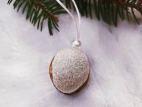 Dekorácie - Vianočné oriešky perleť - 12654264_