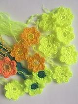 Materiál ručne robený - Neonóvožlté kvetinky - 12650525_