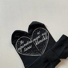 """Obuv - Maľované čierne ponožky s nápisom: """"Si výnimočná žena a priateľka :)"""" (Čierne - Kamoška) - 12649700_"""