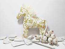 Dekorácie - Béžovo zlaté koníky - 12654235_