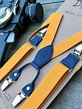 Doplnky - Pánske okrové traky s modrou kožou - 12656395_
