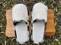 Obuv - Šedé papuče s čiernobielym lemom - 12657574_