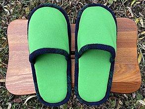 Obuv - Malé zelené papuče s tmavozeleným lemom - 12656767_