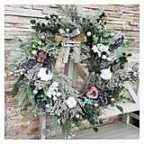 Dekorácie - Vianocny zasnezeny veniec tyrkys mint/zlato strieborný a adventny svietnik vlneny - 12657525_