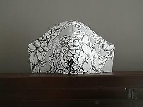Rúška - Anatomicky tvarované bavlnené rúško / biely kvet na šedej - 12665277_