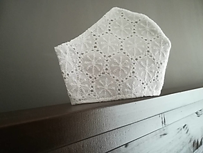 Rúška - Anatomicky tvarované bavlnené rúško / biele snehové vločky MADEIRA - 12665379_