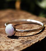 Prstene - Strieborný kovaný s opálom - 12666516_