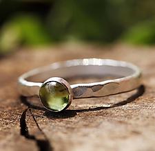 Prstene - Strieborný kovaný s olivínom - 12666493_