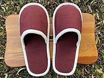 Obuv - Bordové papuče s bielym lemom - 12661884_