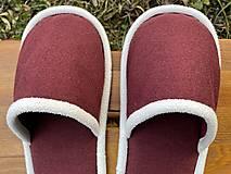 Obuv - Bordové papuče s bielym lemom - 12661885_