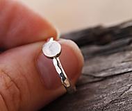 Prstene - Kovaný v striebre s mesačným kameňom - 12672186_