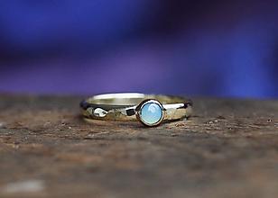 Prstene - Kovaný v zlate s chalcedónom - 12672141_