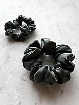 """Ozdoby do vlasov - Set 2 hodvábnych gumičiek do vlasov, na ruku - """"Čierno-sivé"""" - 12666870_"""