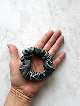 """Ozdoby do vlasov - Set 2 hodvábnych gumičiek do vlasov, na ruku - """"Čierno-sivé"""" - 12666872_"""