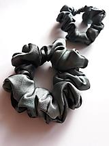 """Ozdoby do vlasov - Set 2 hodvábnych gumičiek do vlasov, na ruku - """"Čierno-sivé"""" - 12667010_"""